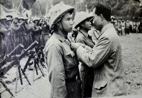 Comrade Souphanouvong decorates Sithong with the freedom medal.