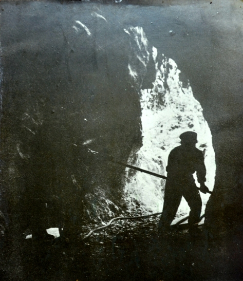 Enlarging the cave to construct an office for top level leaders in Vieng Xay