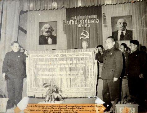 Comrade Vo Nguyen Dap presents the friendship flag to the Lao revolutionary party on behalf of Vietnamese communist party